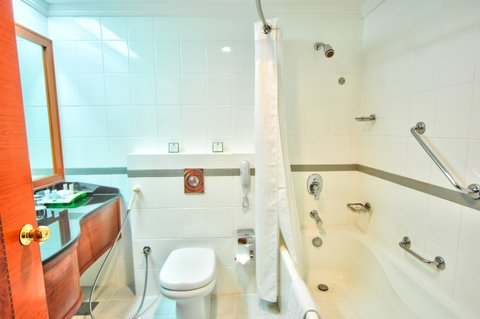 Holiday Inn Downtown Dubai - Guest Bathroom
