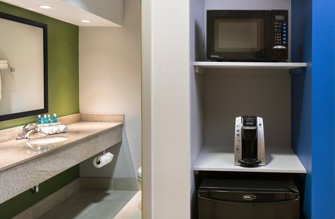 Holiday Inn Express CEDAR RAPIDS (COLLINS RD) - Built in Microwave and Fridge with Keurig in Every Room