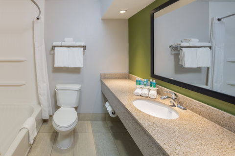 Holiday Inn Express CEDAR RAPIDS (COLLINS RD) - Spacious and Clean Guest Bathroom