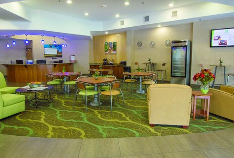 Holiday Inn GAINESVILLE-UNIVERSITY CTR - Spacious   Welcoming Lobby