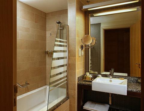 Amwaj Rotana - Amwaj Rotana Bathroom Bathtub