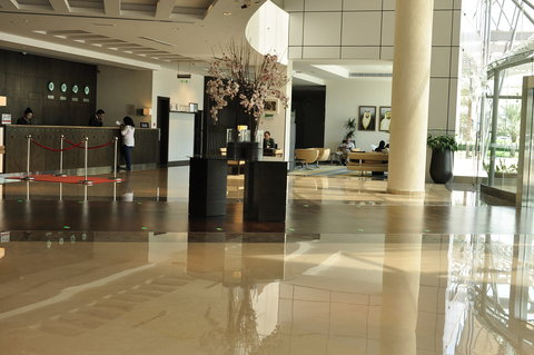 Holiday Inn ABU DHABI - A warm welcome awaits you from the moment you step into our lobby