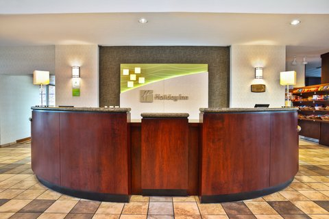 Holiday Inn Hotel & Suites GREEN BAY STADIUM - Front Desk