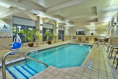 Holiday Inn Hotel & Suites GREEN BAY STADIUM - Swimming Pool