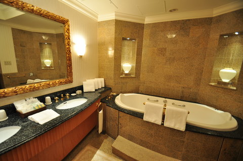 Grand Pacific LE DAIBA - Ambassador Suite Bathroom