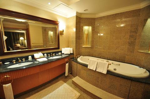 Grand Pacific LE DAIBA - Governor Suite Bathroom