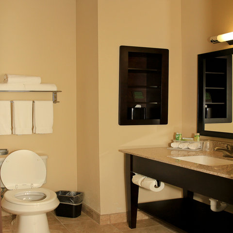 Holiday Inn Express & Suites FLORESVILLE - Guest Bathroom