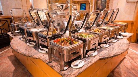 فندق كراون بلازا الكويت  - Buffet - Al Ahmadi Restaurant