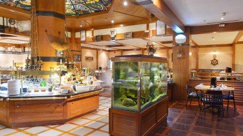 فندق كراون بلازا الكويت  - Al Noukhaza Sea Food Restaurant