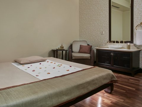 فندق كراون بلازا الكويت  - Holiday Inn Kuwait Al Thuraya City Spa Aquatonic Treatment Room