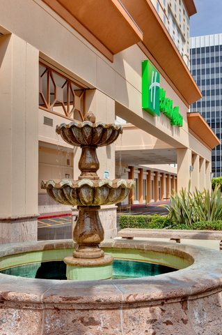 'Holiday Inn Los Angeles International Airport Hotel' - Hotel Exterior
