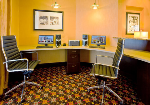 Holiday Inn Express & Suites NASHVILLE-OPRYLAND - Business Center