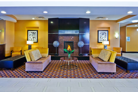 Holiday Inn Express & Suites NASHVILLE-OPRYLAND - Hotel Lobby
