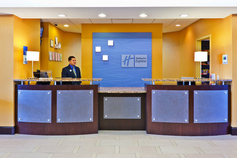 Holiday Inn Express & Suites NASHVILLE-OPRYLAND - Front Desk