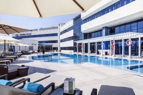 فندق كراون بلازا ديرة دبي - Hero s Health Club Poolside