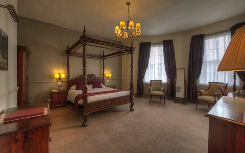 Himley House Hotel by Good Night Inns - Room Four Poster