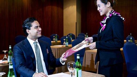 فندق كراون بلازا ديرة دبي - Crowne Plaza Meetings Director
