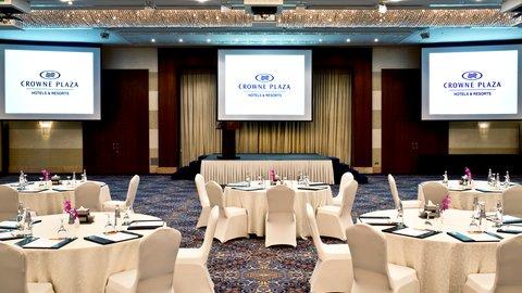 فندق كراون بلازا ديرة دبي - Al-Thuraya-Ballroom Table Setup