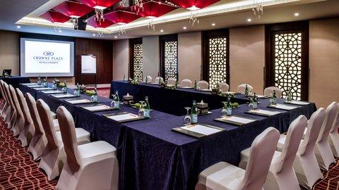 فندق كراون بلازا ديرة دبي - Meeting Room U-shape Setup