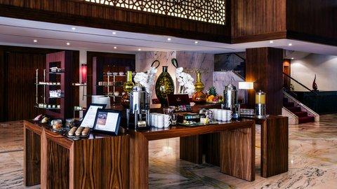 فندق كراون بلازا ديرة دبي - Central Coffee Break Station