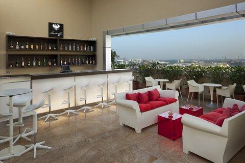 Holiday Inn ABU DHABI - Thirty 1st Bar   Lounge Terrace