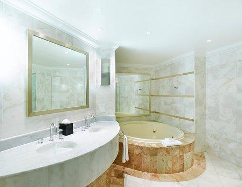 Crowne Plaza TERRIGAL - Presidential Suite Bathroom