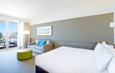 Crowne Plaza TERRIGAL - King Bed Guest Room