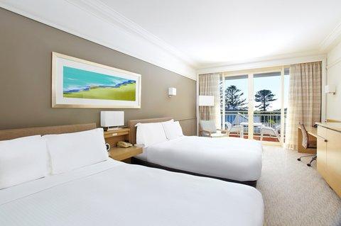 Crowne Plaza TERRIGAL - Queen Bed Guest Room