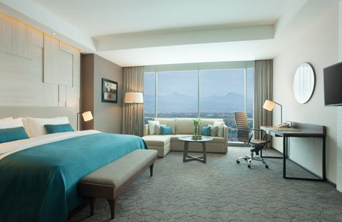 Crowne Plaza BANDUNG - King Bed Junior Suite with panoramic view of Mountain in Bandung
