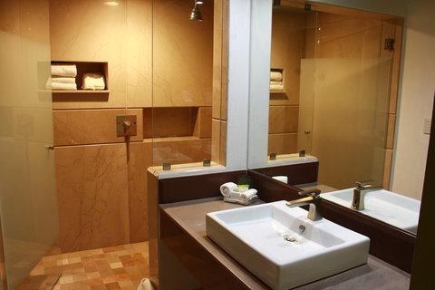 Holiday Inn QUERETARO ZONA KRYSTAL - Guest Bathroom