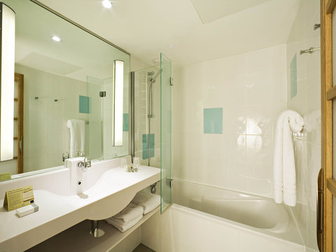 Novotel Coventry M6/J3 - Guest Room