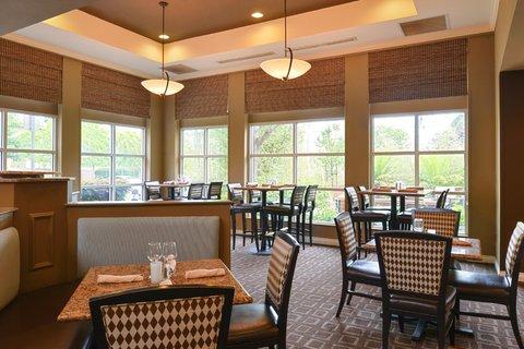 Hilton Garden Inn Napa - Garden Grille Dining Tables
