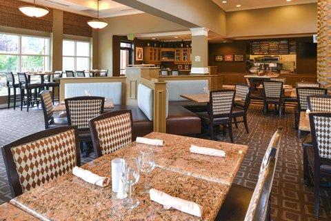 Hilton Garden Inn Napa - Restaurant Dining Area