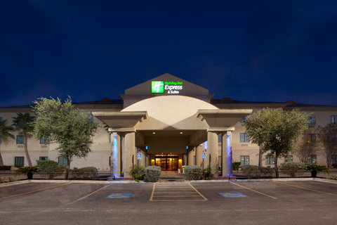 Holiday Inn Express & Suites ALICE - Hotel Exterior