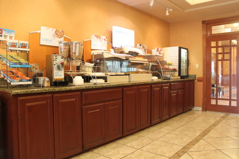 Holiday Inn Express & Suites ALICE - Updated Breakfast Bar