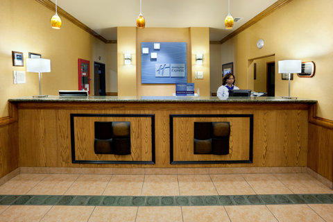 Holiday Inn Express & Suites ALICE - Holiday Inn Express Alice Front Desk