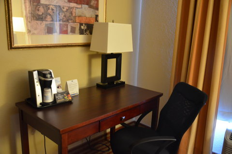 Holiday Inn Express Hotel & Suites Amarillo South - Guest Room Work Space