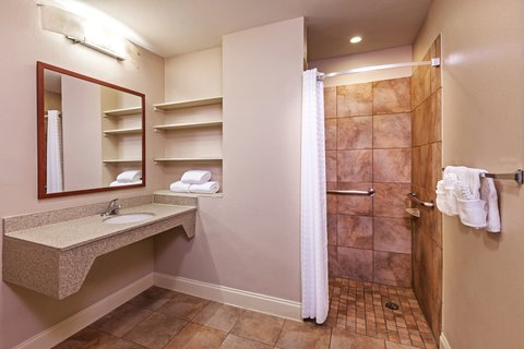 Candlewood Suites DALLAS/MARKET CENTER - Queen Suite Bathroom