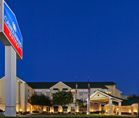 Candlewood Suites DALLAS/MARKET CENTER - Night at the Hotel
