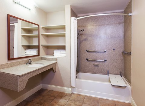 Candlewood Suites DALLAS/MARKET CENTER - Guest Suite Bathroom