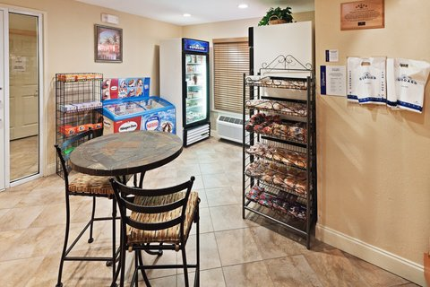 Candlewood Suites DALLAS/MARKET CENTER - Candlewood Cupboard