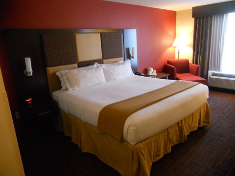 Holiday Inn Express & Suites GREENSBURG - Single Bed Guest Room