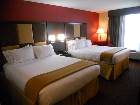 Holiday Inn Express & Suites GREENSBURG - Queen Bed Guest Room