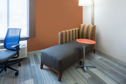 Holiday Inn Express CEDAR RAPIDS (COLLINS RD) - Comfortable Chaise Lounge with adjustable table