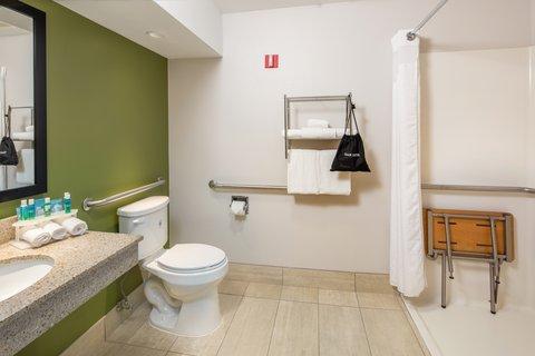 Holiday Inn Express CEDAR RAPIDS (COLLINS RD) - Wheelchair Accessible