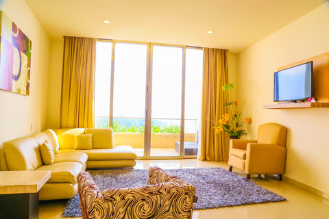 Crowne Plaza TUXPAN - Living room in Presidential suite