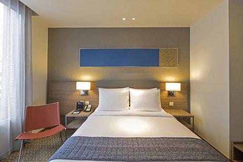 Holiday Inn Express Bangkok Sathorn - Queen Bed Guest Room - Holiday Inn Express Bangkok Sathorn