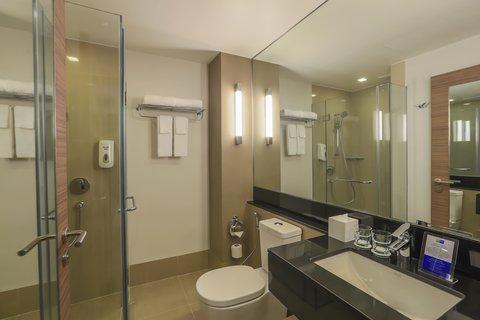 Holiday Inn Express Bangkok Sathorn - Guest Bathroom - Holiday Inn Express Bangkok Sathorn