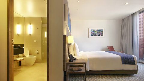 Holiday Inn Express Bangkok Sathorn - Superior Room with open space for balcony