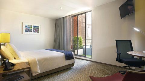 Holiday Inn Express Bangkok Sathorn - Superior Room with balcony at newest hotel in Silom   Sathorn area